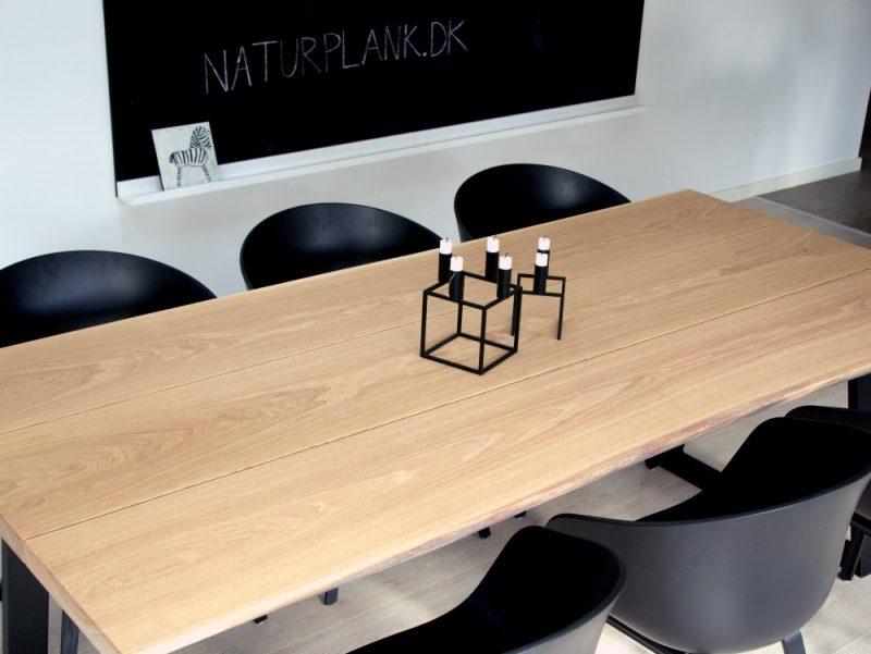 plankebord udført i 3 planker af eg