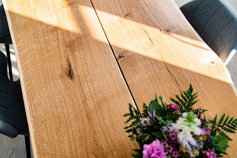 Balder rustik plankebord i egetræ