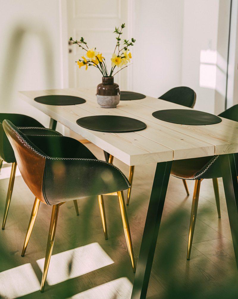 Plankebord med lyse planker
