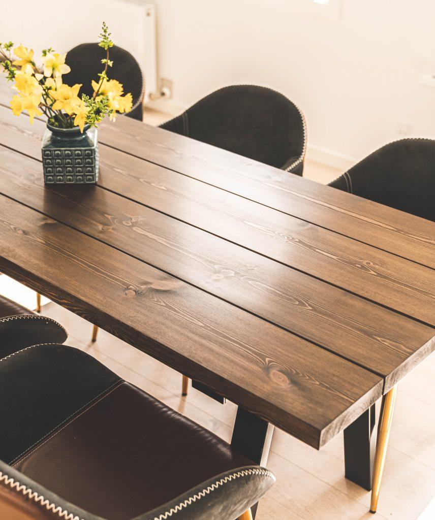 Plankebord i brun fyr